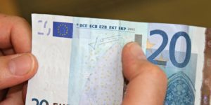 20 euro banconota falsa